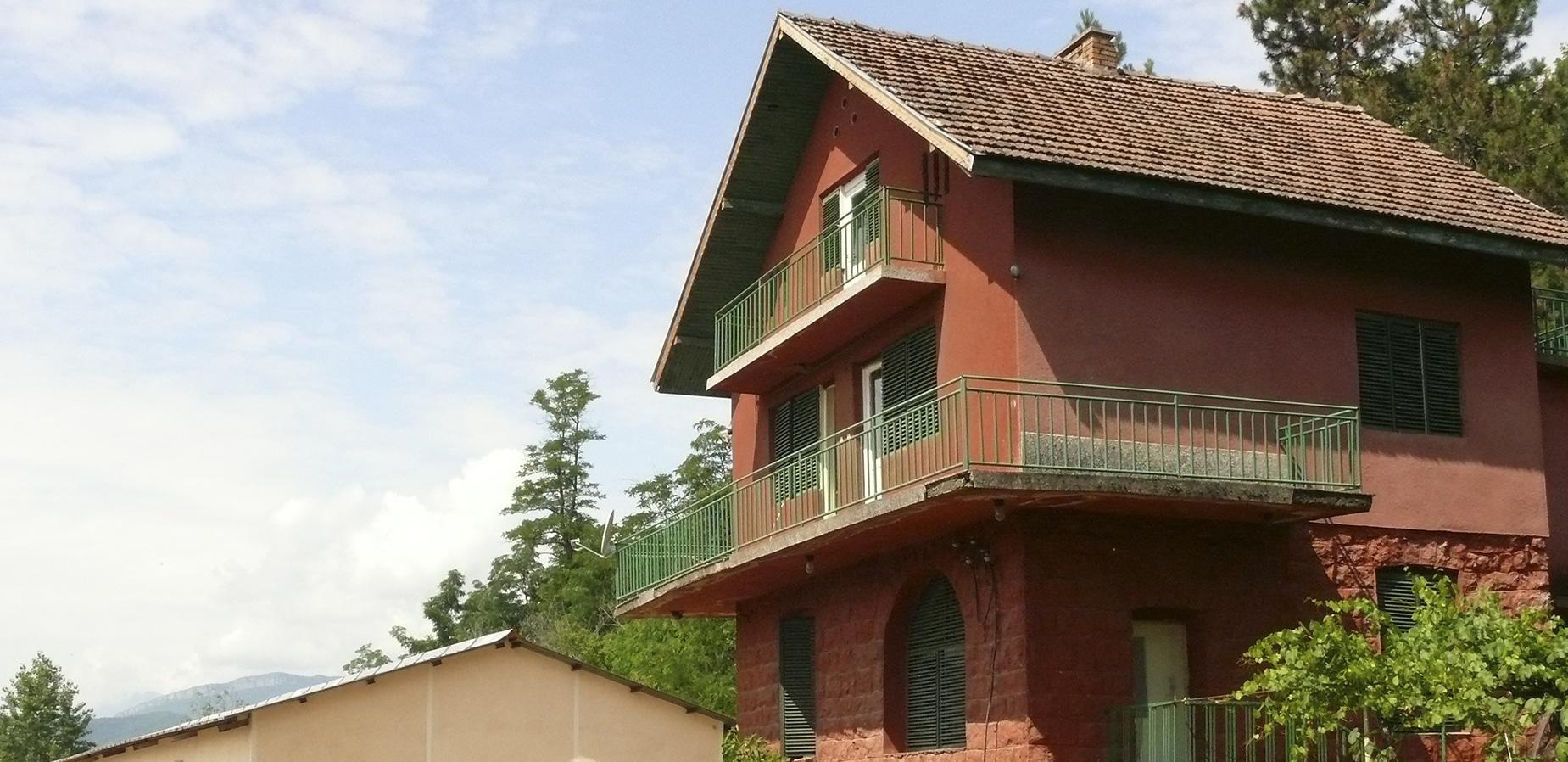 Червената къща - изба Боровица